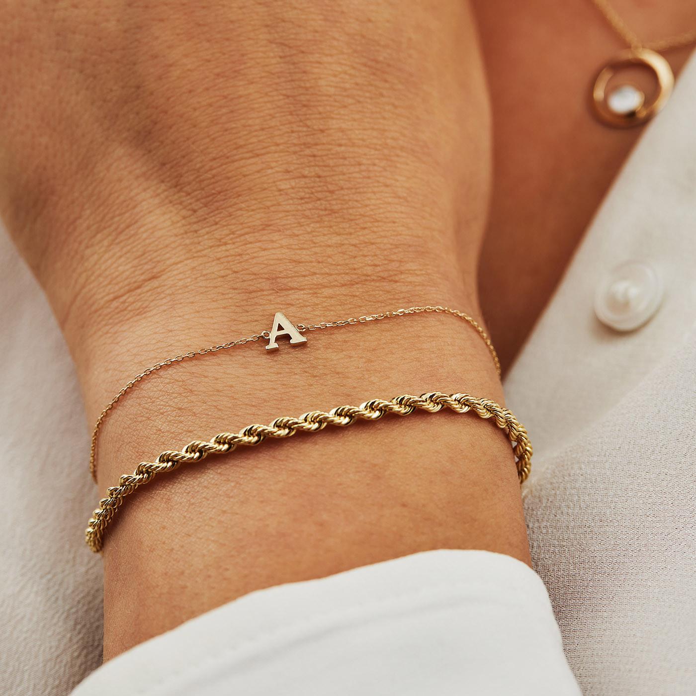 Isabel Bernard Le Marais Rachel 14 Karaat Gouden Initial Armband IB1001202 (Letter A t/m Z)